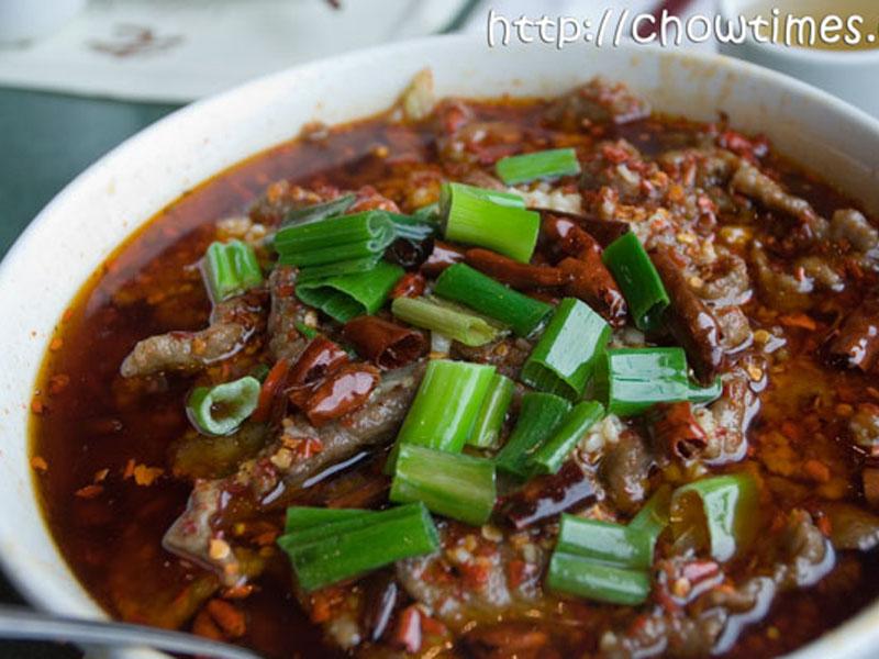 550 din umesto 1100 din za DVE (2) velike porcije piletine, svinjetine ili teletine, sosom po izboru i DVE (2) porcije pirinča . VELIKI PEKING ndash VELIKI POPUST! Restoran kineske hrane ldquoVeliki Pekingrdquo, nalazi se u Novom Sadu, na Bulevaru Oslobođenja 2a, kod Opportunity Banke. U restoranu ldquoVeliki Pekingrdquo Vas očekuje VELIKI izbor kineskih jela od piletine, teletine i svinjetine, salate, supe, pirinač na viscarone načina, nudle, morski plodovi ,vegetarijanska hrana i ukusne kineske poslastice ndash pohovane banane, ananas i sladoled! Hrana se priprema sveža ndash dok se Vi smestite u prijatnom ambijentu restorana, vescaronti kineski kuvar će Vam na licu mesta pripremiti fantastična jela u kojima ćete osetiti istinski užitak! Veliki izbor zdrave hrane, spremljene vescarontom rukom iskusnog KINESKOG KUVARA, kao i povoljne cene UBEDIĆE Vas da je Restoran ldquoVeliki Pekingrdquo prva Vascarona opcija kad je kineska hrana u pitanju!tom rukom iskusnog KINESKOG KUVARA, kao i povoljne cene UBEDIĆE Vas da je Restorantom rukom iskusnog KINESKOG KUVARA, kao i povoljne cene UBEDIĆE Vas da je Restoran Ručak ili večera za dvoje za 550 dinara u Restoranu Veliki Peking u Novom Sadu. Ponuda obuvata dve velike porcije glavnog jela i belog pirinča. Izabraćete svoje omiljeno jelo od ponuđenih Piletina sa povrćem Piletina sa povrćem i kikirikijem Svinjetina sa povrćem Svinjetina sa povrćem i kikirikijem Teletina sa povrćem Teletina sa povrćem i kikirikijem Sosevi za kombinovanje su: Soja sos Kari sos Ostrige sos Sečuan sos Slatko-kiseli sos Slatki kiseli i ljuti sos Dobro doscaronli i PRIJATNO! ___________________________________  U saradnji sa Poscarontama Srbije uveli smo joscaron jedan način plaćanja (PostFin gde možete uplatiti VAUČERE svakim radnim danom kao i Subotom i Nedeljom (npr. poscaronte u Univerexportu do 20h ) i to BEZ PROVIZIJE-vaučer Vam stiže na mail nakon uplate automatski za 10 min.)!