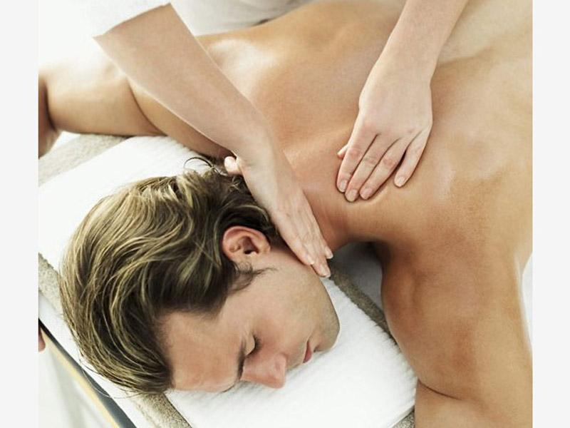 390 din umesto 1100 din zaRelax masažu leđa u trajanju od 30 minuta u studiju lepote INNER BEAUTY, Somborski bulevar 14 u Novom Sadu!   Masažu vrscaroni profesionalna fizioterapeutkinja!  Relax masaža predstavlja spoj dugih kružnih pokreta, stiskanja sa rukama i laktovima, dodatno obogaćena mescaronavinom esencijalnih ulja koja znatno redukuju bol i uspescaronno otklanjaju nakupljenu napetost. Ovom masažom pospescaronuje se mikrocirkulacija i opuscarontanje miscaronića leđa i vrata, uspescaronna je kod razbijanja naslaga mlečne kiseline (čvorića), otklanja se stress i snažno deluje na opuscarontanje svih blokada u telu. Savrscaronen izbor nakon napornog radnog dana ili nakon nekog vrlo stresnog događaja.!