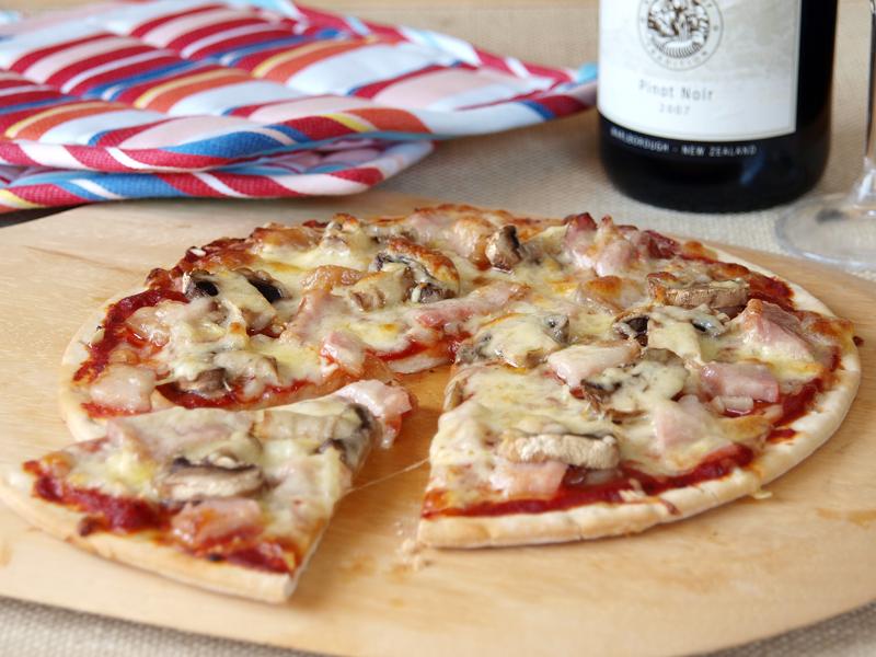 320 din.--Velika Pizza Capricciossa prečnika 35 cm --Na moj način-- Miscarone Dimitrijevića 2, Novi Sad!- Vaučer možete iskoristizi u lokalu ili za poneti!  Dostava nije uključena u cenu!  Ovom prilikom Vam preporučujemo Fast food