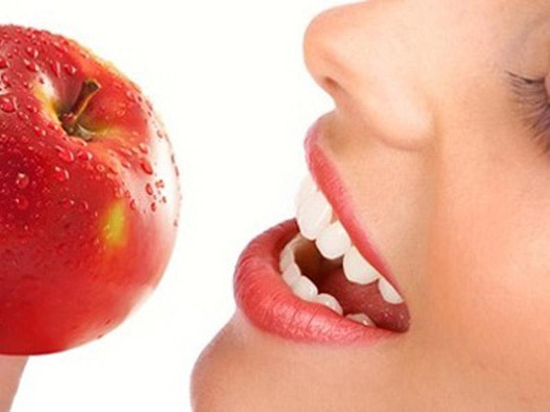 690 din.umesto 1800 din za stomatoloscaronku uslugu po izboru : ultrazvučno uklanjanje kamenca i poliranje zuba ili jednopovrscaroninsko plombiranje zuba belom plombom ili rutinsko vađenje zuba uz anesteziju  u stomatoloscaronkoj ordinaciji bdquoNS-Dental ldquo Đorđa Jovanovića 8 u Novom Sadu. U stomatoloscaronkoj ordinaciji bdquoNS-Dental ldquou zavisnosti od toga scaronta je Vascaronim zubima potrebno, uz konsultaciju stomatologa učinite sve scaronto treba da biste imali zdrav osmeh po super ceni.Stomatoloscaronke usluge po izboru su: 1.Ultrazvučno uklanjanje zubnog kamenca i poliranje zuba. Zubni kamenac koji u sebi sadrži veliki broj bakterija gomila se na vascaronim zubima, i izaziva upalu, krvarenje desni a može da dovede i do rasklimavanja i ispadanja zuba. To utiče ne samo na zdravlje vascaronih zuba, nego na zdravlje uopscaronte. Redovnim uklanjanjem zubnog kamenca obezbedićete zdrav i blistav osmeh. 2.Plombiranje jednog zuba belom plombom(plombiranje jednopovrscaroninskih plombi) uz anesteziju. 3. Vadjenje zuba sa anestezijom  Poseta zubaru većini ljudi predstavlja stres sam po sebi, a čekanje i često visoke cene taj stres dodatno pojačavaju. Popusti 021 imaju dobru vest za Vas,tako scaronto smo obezbedili da Vi kupujući vaučer na sajtu popusti021 u stomatoloscaronkoj ordinacijibdquoNS-Dental ldquo izaberete ultrazvučnouklanjanje kamencai poliranje zuba ilijednopovrscaroninsko plombiranje zuba belom plombom ili vađenje zuba sa anestezijom po ceni od 690 din umesto 1800 din .