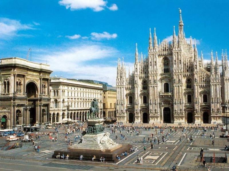 400 din. Vaučer kojim ostvarujete aranžman  agencijeOKTOPOD travel, za putovanje-- MILANO-(dva noćenja sa doručkom u hotelu sa 3*+autobuski prevoz)! MILANO - 6 dana za 89 evra Termini putovanja: 13.02-18.02.2020. MILANO ndash ĐENOVA - KOMO ndash LUGANO Milanoje grad svetske slave, manekenki i modela, kao i velikih brendova. Udaljen je od Beograda oko 1000km i predstavlja drugi po veličini grad u Italiji sa populacijom od oko 4 miliona stanovnika. Poznat je po čuvenoj Katedrali, prestižnoj zgradi Opere ndash Milanskoj Skali i Crkvi Santa Maria Gracia gde se nalazi Leonardova rdquoTajna Večerardquo. Đenovaje scaronesti po veličini grad Italije, glavni grad istoimenog okruga i pokrajine Ligurije u severozapadnoj Italiji. Poznata i kao najveća luka Italije, Đenova poseduje veliko i dobro očuvano staro jezgro, koje je pod zascarontitom UNESKO-a. Luganoje grad na jugu Scaronvajcarske, 80km udaljen od Milana. Broji oko 57.000 stanovnika i poznat je po svojoj lepoti i Luganskom jezeru. Grad je poznat i kao lečiliscaronte. Program putovanja: 1. dan (sreda/četvrtak) BEOGRAD ndash HRVATSKA - SLOVENIJA Polazak iz Beograda sa glavne autobuske stanice BAS, centar Beograda, ulaz iz Karađorđeve ulice u 17:00 hi vožnja ka Novom Sadu. Polazakiz Novog Sada u 18:30 h sa parkinga ispred Lokomotive.Lagana noćna vožnja preko Hrvatske i Slovenije uz usputna zadržavanja radi odmora i graničnih formalnostihellip 2. dan (četvrtak/petak) MILANO Dolazak u prestonicu ldquomoderdquo. Razgledanje započinjemo od srednjovekovnog zamka Sforcesko. Najveća gotička katedrala Italije na prelepom Trgu Duomo. Poklonite se Madonini i zavirite u unutrascaronnjost glamurozne Galerije Vitorio Emanuele. Tu je i jedna od najpoznatijih opera sveta, čuvena Skalahellip Popodnevni smescarontaj u hotel. Slobodno vreme iskoristite za individualni odlazak do centra, za scaronoping ili obilazak galerija i crkava. Noćenje. 3. dan (petak/subota) MILANO - ĐENOVA Doručak. Slobodan dan ili odlazak na celodnevn ifakultativni 