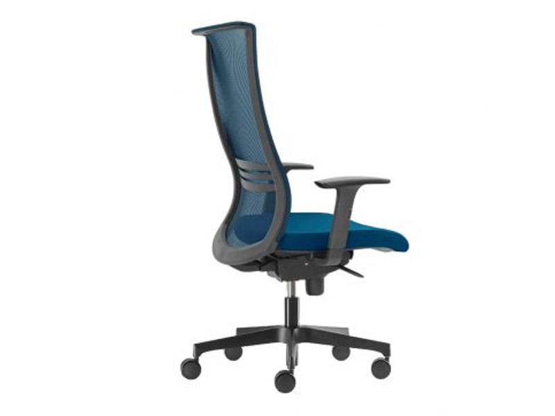 Besplatan vaučer kojim ostvarujete popust: Radna stolica M 245/sm/pp/br26/l4/t1 (izbor boja i materijala) 23.640,00din19.560,00dinSa PDV-om Ergonomska stolica M245 je proizvedena u EU, garancija je 5 godina na sve elemente + 5 godina na fiksne elemente. Podesiva lumbalna podrscaronka naslona za leđa, crna konstrukcija, visoki i niski naslon za ledja. Ergonomski oblikovano sediscaronte i naslon, izbor boja i materijla za sediscaronte i naslon, drveni otpresak sediscaronta Podescaronavanje visine gasnim cilindrom Sinhro mehanizam, podescaronavanje nagiba sediscaronta i naslona, opciono podescaronavanje dubine sediscaronta. Podesivi rukoansloni PVC piramidalna zvezda, opciono hrom ili aluminijumska zvezda, pvc tockici standardno,gumeni tockici opciono. Opterećenje: 120 kg, podesivi tapacirani glavonaslon opciono Garantni period 5-10 god. Komforna, estetski i dizajnerski jedinstveno rescaronenapored odlične udobnosti čini pomenuti model stolice jednom od najboljom kupovinom u cenovnojklasi radnih stolica na nascaronem i evropskom tržiscarontu. Stolica je poreklom iz EU, tapaciranje u boji i materijalu po izboru. Veliki asortiman dodatnih opcija čini je fleksibilnom i prilagodljivom svakom korisniku. Mogućnost izbora zvezda, točkića, stopica, liftova, rukonaslona, naslona za ledja, boja i materijala. Samim izborom opcije korisnik sam kreira stolicu i samim tim formira cenu tražene stolice. Kupovinom kancelarijskih stolica klase M izdvajate se iz svakodnevne ponude loscaronih i kvalitetom neispitanih stolica kojima je nascarone tržiscaronte prezasićeno. Stičete mogućnost produžene garancije, zatim servis u i van garantnog roka, dopune kada god to želite, i joscaron mnogo toga.. Velika ponuda italijanskih, nemačkih i čescaronkih stolica i fotelja! Slanje i besplatno testiranje probnih eksponata na vascaronu adresu. Garancija 24-60 meseci u zavisnosti od artikla. https://www.kancelarijske-stolice.com/online-prodavnica/radna-stolica-m-245-crna-mreza-izbor-boja-i-materijala/ 