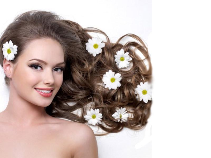 OŽIVITE VAScaronU KOSU! DUBINSKO PRANJE KOSE L'OREAL professional preparatima Dubinsko pranje kose je proces tokom koga se sa kose i kože glave uklanjaju sve naslage i zadržane masnoće iz preparata za oblikovanje kose. Prilikom oblikovanja frizure koristimo razne proizvode za stajling, lakove, gelove i pjene koje se zadržavaju na koži glave i čine kosu tescaronkom i beživotnom, a nije ih moguće ukloniti laganim pranjem koje sami izvodimo svojim scaronamponima. Takođe, kosa se brže prlja. Zato je dubinsko pranje kose periodično neophodno da bi nam kosa imala prirodan sjaj i vitalnost. Efekti su odmah vidljivi, a to su sjaj, mekoća i leprscaronavost, bolji volumen a produženi efekti tretmana su bolje delovanje maski i regeneratora koje koristimo za njegu kose. Tretman dubinskog pranja kose radi se L'OREAL scaronamponom za profesionalnu upotrebu, nakon čega se koriste preparati i pakovanje za adekvatnu njegu. Tretman zajedno sa feniranjem traje oko 60 minuta. REDOVNA CENA: 2500 DIN CENA SA POPUSTOM: 1250 DIN