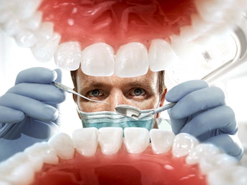 700 din.umesto 2000 din. za stomatoloscaronku uslugu po izboru: ultrazvučno uklanjanje kamenca i poliranje zuba ili jednopovrscaroninsko plombiranje zuba belom plombom i poliranje zuba ilizalivanje fisura kod dece na dva stalna zuba i poliranje zuba  + besplatan stomatoloscaronki pregled u stomatoloscaronkoj ordinaciji bdquoNS STOMATOLOZI ldquo, Cara Duscaronana 43/I-3 u Novom Sadu! U stomatoloscaronkoj ordinaciji bdquoNS STOMATOLOZI ldquou zavisnosti od toga scaronta je Vascaronim zubima potrebno, uz konsultaciju stomatologa učinite sve scaronto treba da biste imali zdrav osmeh po super ceni.Stomatoloscaronke usluge po izboru su 1. ultrazvučno uklanjanje kamenca i poliranje zuba ili 2. jednopovrscaroninsko plombiranje zuba belom plombom i poliranje zuba 3. zalivanje fisura kod dece na dva stalna zuba i poliranje zuba + besplatan stomatoloscaronki pregled.  Poseta zubaru većini ljudi predstavlja stres sam po sebi, a čekanje i često visoke cene taj stres dodatno pojačavaju. Popusti 021 imaju dobru vest za Vas,tako scaronto smo obezbedili da Vi kupujući vaučer na sajtu popusti021 u stomatoloscaronkoj ordinacijibdquoNS STOMATOLOZI ldquo izaberete ultrazvučnouklanjanje kamencai poliranje zuba ilijednopovrscaroninsko plombiranje zuba belom plombom ilizalivanje fisura kod dece na dva stalna zuba i poliranje zuba po ceni od 700 din. umesto 2000 din . www.nsstomatolozi.rs Iskoristite ove promotivne cene koje imaju za cilj da Vas uverimo u kvalitet nascaronih usluga, jer smo ubeđeni da ćete se vraćati sa zadovoljstvom u nascaronu ordinaciju i po zavrscaronetku promo prodaje! ____________________________________  U saradnji sa Poscarontama Srbije uveli smo joscaron jedan način plaćanja (PostFin gde možete uplatiti VAUČERE svakim radnim danom kao i Subotom i Nedeljom (npr. poscaronte u Univerexportu do 20h) i to BEZ PROVIZIJE i bez popunjavanja uplatnice već samo na scaronalteru poscaronte predate poziv na broj sa uplatnice (PostFin broj)-vaučer Vam stiže na mail nakon uplate 