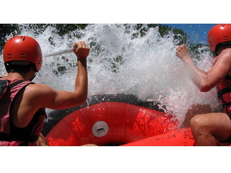 400 rsd.Vaučerkojim ostvarujete aranžman za Rafting na Tari za 35 evra (rafting +dva noćenja u bungalovima +prevoz u toku aranžmana+ takse) u kampu HIGHLANDER u Foči!  RAFTING NA TARI Izaberite aktivan odmor ndash krenite na rafting u kanjon Tare i doživite nezaboravnu avanturu sa Highlander timom! Kuponi važe od 01.04. - 30.09.2021. Slobodna mesta možete proveriti putem e-maila adrese info@highlandertim.com telefona +387 65 475 201, Vibera ili WhatsApp-a. Kuponi važe za radne dane i ti datumi se mogu rezervisati ranije, a vikendi samo 7 dana pred vikend ukoliko ima mesta. Kanjon Tare je najdublja i najoscarontrija rečna dolina u Evropi, druga po veličini u svetu, nakon Kolorada u SAD-u. Plovna je celom svojom dužinom i pitka celim svojim tokom, a već četiri decenije njeno rečno korito proglascaroneno je bdquoSvetskom bascarontinom prirodnih dobara UNESCO-ardquo. Zato ovo leto ne propustite nascaronu ponudu. Izaberite RAFTING NA TARI SA HIGHLANDER TIMOM i upustite se u avanturu koja će vas ostaviti bez daha. Avanturu nakon koje ćete imati mnogo novih prijatelja i joscaron lepscaronih uspomena. Bogatstvo koje nema cenu. Rezerviscaronite svoje mesto u čamcu po ovoj neverovatnoj ceni. Umesto 85 evra za kompletan aranžman https://highlandertim.com/a3-rafting-na-tari-3/  platite 35 evra (plus vaučer) i dobijate: Rafting na Tari Dva noćenja u drvenim standardnim bungalovima Kompletnu rafting opremu (neopremsko odelo i obuća u Vascaronoj velićini, sigurnosni prsluk, kaciga i veslo) Taksu za rafting Boraviscaronnu taksu Prevoz terenskim vozilima u toku trajanja aranžmana (od kampa do polazne tačke za rafting) Licencirani skiperi za divlje reke Besplatan parking za Vascarona vozila *Hrana nije uključena u ponudu, niti prevoz od Vascarone lokacije do kampa Highlander. *Hranu je moguće poručiti po zvaničnim cenama Highlander restorana: Doručak 6 evra Ručak 12 evra Večera 10 evra * U Highlander kamp nije dozvoljeno unositi veće količine alkohola! Opis aranžmana A3 ndash Rafting