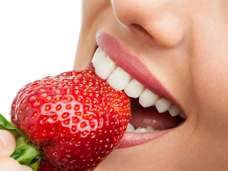 990 din.umesto 2000 din za stomatoloscaronku uslugu po izboru : ultrazvučno uklanjanje kamenca i poliranje zuba ili jednopovrscaroninsko plombiranje zuba belom plombom ili rutinsko vađenje zuba uz anesteziju  u stomatoloscaronkoj ordinaciji bdquoNS-Dental ldquo Đorđa Jovanovića 8 u Novom Sadu. U stomatoloscaronkoj ordinaciji bdquoNS-Dental ldquou zavisnosti od toga scaronta je Vascaronim zubima potrebno, uz konsultaciju stomatologa učinite sve scaronto treba da biste imali zdrav osmeh po super ceni.Stomatoloscaronke usluge po izboru su: 1.Ultrazvučno uklanjanje zubnog kamenca i poliranje zuba. Zubni kamenac koji u sebi sadrži veliki broj bakterija gomila se na vascaronim zubima, i izaziva upalu, krvarenje desni a može da dovede i do rasklimavanja i ispadanja zuba. To utiče ne samo na zdravlje vascaronih zuba, nego na zdravlje uopscaronte. Redovnim uklanjanjem zubnog kamenca obezbedićete zdrav i blistav osmeh. 2.Plombiranje jednog zuba belom plombom(plombiranje jednopovrscaroninskih plombi) uz anesteziju. 3. Vadjenje zuba sa anestezijom  Poseta zubaru većini ljudi predstavlja stres sam po sebi, a čekanje i često visoke cene taj stres dodatno pojačavaju. Popusti 021 imaju dobru vest za Vas,tako scaronto smo obezbedili da Vi kupujući vaučer na sajtu popusti021 u stomatoloscaronkoj ordinacijibdquoNS-Dental ldquo izaberete ultrazvučnouklanjanje kamencai poliranje zuba ilijednopovrscaroninsko plombiranje zuba belom plombom ili vađenje zuba sa anestezijom po ceni od 990 din umesto 2000 din . ____________________________________  U saradnji sa Poscarontama Srbije uveli smo joscaron jedan način plaćanja (PostFin gde možete uplatiti VAUČERE svakim radnim danom kao i Subotom i Nedeljom (npr. poscaronte u Univerexportu do 20h ) i to BEZ PROVIZIJE-vaučer Vam stiže na mail nakon uplate automatski za 10 min.)!
