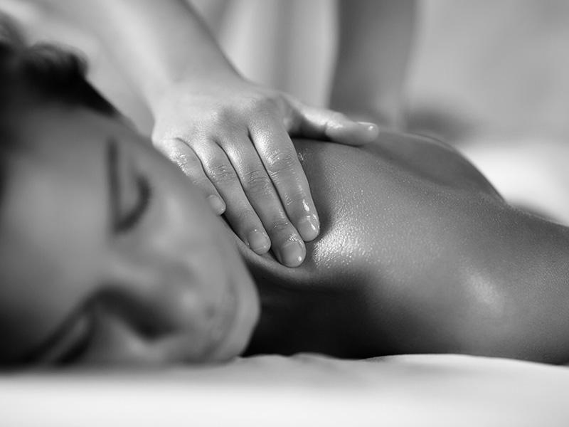950 din. umesto redovne cene od 2000 din. za Dve relax wellnes cream masaže (2x60min)--Studio S--Jevrejska 13  u Novom Sadu!  Relax masaža predstavlja spoj dugih kružnih pokreta, stiskanja sa rukama i laktovima, dodatno obogaćena mescaronavinom esencijalnih ulja koja znatno redukuju bol i uspescaronno otklanjaju nakupljenu napetost. Ovom masažom pospescaronuje se mikrocirkulacija i opuscarontanje miscaronića leđa i vrata, uspescaronna je kod razbijanja naslaga mlečne kiseline (čvorića), otklanja se stress i snažno deluje na opuscarontanje svih blokada u telu. Savrscaronen izbor nakon napornog radnog dana ili nakon nekog vrlo stresnog događaja.! __________________________________   U saradnji sa Poscarontama Srbije uveli smo joscaron jedan način plaćanja (PostFin gde možete uplatiti VAUČERE svakim radnim danom kao i Subotom i Nedeljom (npr. poscaronte u Univerexportu do 20h ) i to BEZ PROVIZIJE-vaučer Vam stiže na mail nakon uplate automatski za 10 min.)!