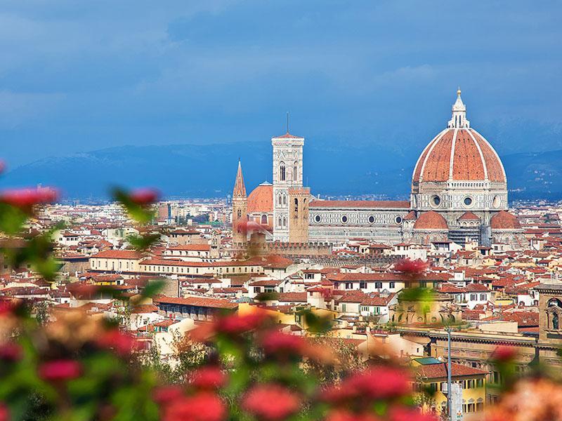 400 din. Vaučer kojim ostvarujete aranžman  agencijeOKTOPOD travel, za putovanje--TOSKANA - TOSKANA ndash 5 dana Termini Cena aranžmana 14.02 - 18.02.2019. 79 euro Toskanaje jedna od 20 regija Italije, nalazi se u njenom srediscaronnjem delu. Glavni grad je Firenca, a ostali značajni gradovi su Piza, Livorno, Prato, Sijena, Lukahellip Toskana je poznata i po zascarontićenim predelima i po velikom broju očuvanih starih gradova, zbog čega se na njenom tlu nalazi nekoliko mesta stavljeno na spisak bascarontine UNESKO-a, a sama regija je jedna od turistički najposećenijih u svetuhellip Firenca za Italijane, ali i ostatak zapadne Evrope ima veliki istorijski, obrazovni i kulturni značaj, pa je poznata i kao Italijanska Atina. Kao grad sa dobro očuvanim starim gradskim jezgrom i nizom vrednih građevina Firenca je i važno turističko odrediscaronte u Italiji. Stari deo Firence je pod zascarontitom UNESCO-a. PROGRAM PUTOVANJA: 1. dan (četvrtak) BEOGRAD ndash HRVATSKA - SLOVENIJA Polazak iz Beograda sa parkinga pored direkcije ldquoLasterdquo (Auto put Beograd-Niscaron broj 4.) u 18.00h i vožnja do Novog Sada iz koga je polazak u 19.30h, sa parkinga ispred Lokomotive. Noćna vožnja preko Hrvatske i Slovenije uz usputna zadržavanja radi odmora i graničnih formalnostihellip 2. dan (petak) BOLONJA ndash MONTEKATINI (ili neko drugo mesto u okolini Firence-Barberino di Muglellohellip) Prepodnevni dolazak uBolonju. Po dolasku obilazak grada: spomenik Neptunu, bazilika San Petronio, univerzitet, Due Tori, palata Banki, palata Notai, palata Akursio, trg Mađore... Slobodno vreme nakon obilaska. Nastavak putovanja zaMontekatinindash poznate italijanske banje. Po dolasku smescarontaj u hotel. Slobodno vreme.Noćenje. 3. dan (subota) MONTEKATINI ndash SIJENA ndash SAN ĐIMINJANO (fakultativno)  Doručak. Fakultativno: Izlet do Sijene i San Điminjana, poznatih turističkih centara oblasti Kjanti, čuvenoj po proizvodnji vrhunskih vina. Putovanje do Sijene grada pod zascarontitom Unesco-a. Panor