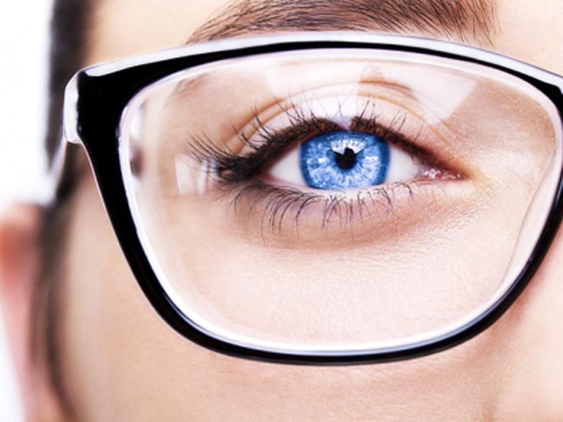 2450 din. umesto redovne cene od 5500 din. za oftalmoloscaronki pregled, dioptrijski brendiran ram (Charm, Sanremo, Zero 21, Metro, Black Rose, Kind, Odysey, Elsek) i stakla + gratis futrola i krpica u Optici Piljak , Resavska 1 Novi Sad! Ako se ne deluje preventivno problemi sa vidom mogu da napreduju, i ako nosite naočare koje viscarone nisu za vas one mogu da prouzrokuju probleme sa vidom i ozbiljne glavobolje. Mnogobrojna istraživanja dokazuju kakav utisak nascaron spoljascaronnji izgled ostavlja na okolinu, postoji nekolicina njih kojima je utvrđeno da ljudi koji nose dioptrijske naočare izgledaju ozbiljnije, inteligentnije i samopouzdanije. Bez obzira na to da li se slažete sa tim ili ne, ukoliko su vam potrebne dioptrijske naočare, odaberite one koje na najbolji način pristaju obliku vascaroneg lica i vascaronem tenu, ali i da su istovremeno moderne, scaronto će vam pomoći da ujedno i ostavljate utisak osobe koja ima stila.  2450 din za oftalmoloscaronki pregled + CR-39 stakla (sa tvrdim slojem protiv grebanja) dioptrije do +/-6 u sferi ili 4 dioptrije u sferi i 2 cilindra, dioptrijski ram po izboru (brendovi Charm, Sanremo, Zero 21, Metro, Black Rose, Kind, Odysey, Elsek) uz futrolu i krpicu gratis! Optičarska radnja