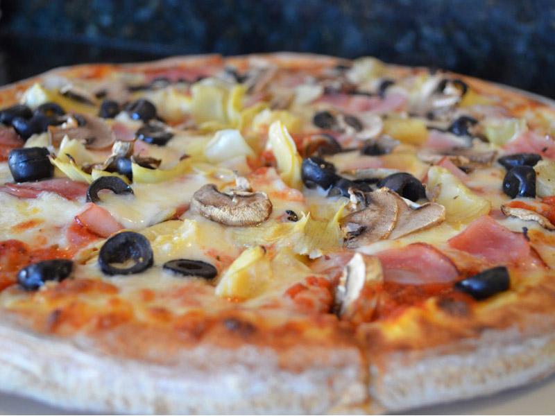 80 din. vaučer kojim ostvarujete popust - 340 din. umesto redovne cene od 720 din. za veliku pizzuCAPRICCIOSA(33cm)+ porcija palačinki sa eurokremom i plazmom (dve idu u porciju) uO-KLUB-uu ulici Ignjata Pavlasa 2-4 (Pozoriscaronte mladih) ! Ukoliko ste ljubitelj italijanske kuhinje,povedite dragu osobu,uživajte u vrhunskoj hrani i profesionalnoj usluzi! ldquoPopusti 021 ldquo i ldquoO KLUBrdquosu za Vas pripremili najpoznatiji italijanski specijalitet po fenomenalnoj ceni u centru grada+ porcija palačinki sa eurokremom i plazmom (dve idu u porciju). Danas Vascaron omiljeni specijalitet možete naći na svakom koraku, ali ovom prilikom Vam preporučujemo ldquoO KLUBrdquou ulici Ignjata Pavlasa 2-4 (Pozoriscaronte mladih) u kome možete uživati u ukusu svakog zalogaja, zato povedite dragu osobu, uživajte u vrhunskoj hrani i profesionalnoj usluzi! Plaćanje (340 din.) vrscaronite direktno davaocu usluge u O-Klubu. O- Klub se nalazi u samom centru Novog Sada u zgradi Pozoriscaronta mladih. Na 500 msup2, u čarobnom ambijentu, gde se snovi pretvaraju u stvarnost, smescarontene su prostorije namenjene za DECU : *IGRAONICA, *DISKO VRISKO, *TEENAGE DISCO, *VIDEO ROOMhellip ali i za ODRASLE: *CAFFE KLUB i * PROSTOR ZA NEPUScaronAČE. Celokupna programska scaronema ima za cilj da animira decu, omladinu i odrasle. Zabavan i mascarontovito osmiscaronljen program, te stručan tim animatora, pružaju mogućnost deci da usvoje nova znanja, steknu samopouzdanje , kvalitetno provedu slobodno vreme, kao i da proslave svoj rođendan. Dok se deca bezbrižno igraju, roditelji mogu da se opuste u Kaffeu kluba, uz veliki izbor scarontampe, free internet, sami ili u druscarontvu prijatelja, a opet budu blizu svoje dece i uživaju u njihovoj radosti. Prepustite nama da kvalitetno ispunimo Vascarone slobodno vreme, organizujemo nezaboravnu proslavu rođendana i damo doprinos srećnijem odrastanju Vascaroneg deteta. http://www.o-klub.rs/Flash/prostor1.html Dobro doscaronli i PRIJATNO!