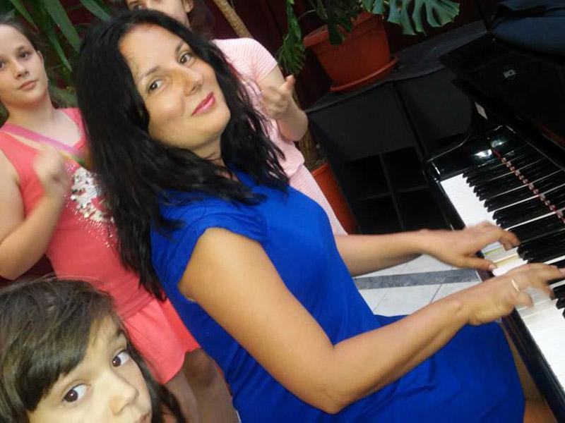 Časovi klavira, za sve uzraste, na srpskom i engleskom jeziku.Cena 2500 umesto 3500 dinara mesečno. 2 časa nedeljno (45 minuta) --CENTAR ZA MUZIČKO OBRAZOVANJE