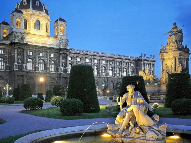 400 din. Vaučer kojim ostvarujete aranžman  agencijeOKTOPOD travel, za putovanje -- BEČ -- za 55 Evra Termini putovanja: 14.02 -17.02.2020. BEČ   Bečje glavni grad Austrije. Sa oko 1 690 000 stanovnika Beč je 10. najveći grad Evropske unije, najveći grad Austrije i njeno političko, ekonomsko i kulturno sediscaronte. Jedna je od najstarijih metropola u 'srcu' Evrope, carski grad i mesto ukrscarontanja raznih kultura i uticaja, grad koji je vekovima imao vodeću ulogu u kreiranju političke scene Evrope i ovog dela sveta. Beč je danas jedan od najvažnijih kongresnih centara na svetu i sediscaronte mnogih međunarodnih institucija. Grad godiscaronnje posete milioni turista najviscarone zbog mnogobrojnih kulturno-istorijskih spomenika, palata i raznovrsne kulturne ponude. Od 2001. godine kulturno-istorijsko jezgro Beča je na listi centara kulturne bascarontine od posebnog značaja i pod zascarontitom UNESCO - a. Beč se po kvalitetu života smatra prvim gradom na svetu. Bratislavandash glavni grad Slovačke nalazi se na jugozapadu zemlje na granici sa Austrijom i Madjarskom. Bratislava i Beč najbliži su glavni gradovi u Evropi, udaljeni samo 60 km. Bratislava ima dugu istoriju koja seže u doba pre Rimljana. Nekada poznat kao nemači Presburg ili madjarski Pozsony, oduvek je bio jedan od kulturnih srediscaronta Zapadne Evrope, raskrsnica brojnih kultura i trgovinskih puteva, danas industrijsko i kulturno sediscaronte Slovačke. PROGRAM PUTOVANJA: 1.dan (petak) BEOGRAD - MAĐARSKA Polazak iz Beograda sa glavne autobuske stanice BAS, centar Beograda, ulaz iz Karađorđeve ulice u 22:00 h i vožnja do Novog Sada iz koga je polazak u 23.30h sa parkinga ispred Lokomotive. Lagana noćna vožnja preko Mađarske do Austrije uz pauze za odmor i po potrebi grupe. 2.dan (subota) PARNDORF - BEČ  Ujutru dolazak do tržnog centra Parndorf i scaronoping u jednom od najvećih outlet-a u Evropi. Slobodno vreme do polaska za Beč. Panoramsko razgledanje grada: Hofburg, Parlament, Gradska kuca, Opera, Kertne