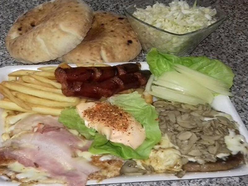 615 din.--Dva punjena bela mesa, dve roscarontilj kobasice, pomfrit, salata, premaz i somuni--Na moj način-- Miscarone Dimitrijevića 2, Novi Sad!-  Ovom prilikom Vam preporučujemo Fast food