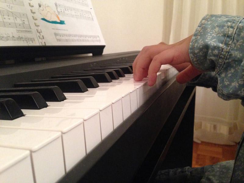 Časovi klavira ili pevanja, solfeđa i teorije muzikeza sve uzraste.Cena 2500 umesto 3500 dinara mesečno. 2 časa nedeljno (45 minuta) --CENTAR ZA MUZIČKO OBRAZOVANJE