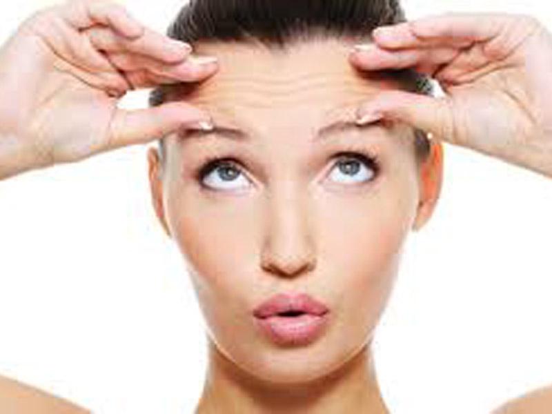 KRALJEVSKI HIGIJENSKI TRETMAN ZA POTPUNU REVITALIZACIJU KOŽE LICA za 590din umesto 2000din priprema za hladne dane vitaminska bomba. Tretman zapocinje parenjem lica vapozonom, pristupa se čiscaronćenju lica tj. komediekspresiji. Nakon toga prelazi se na drugi deo tretmana, a to je dubinski unos ampule miolift laserom koju stimuliscarone stvaranje kolagena i aktivira prirodnu odbrambenost koze.  Treći deo tretmana sastoji se u nanoscaronenju četiri maske:  1.maska za hidraciju kože 2.maska sa hijaluronom 3.maska od marelice peel off 4.maska za regeneraciju limeta peel off  Rezultat zavrscaronenog tretmana je blistavost, hidriranost, dugotrajna svezina,potpuna zastita za hladne dane. tretman traje 60min.