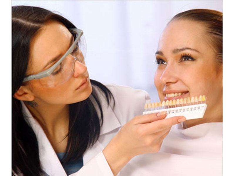 Besplatan vaučer kojim ostvarujete popust od 43%, 5300 din umesto redovne cene od 9300 dinza izradu metalo-keramičkih krunica po članu u stomatoloscaronkoj ordinaciji Dr.Sandić,Augusta Cesarca 18  ZUBNE KRUNICE Zubne krunice, poznate su kao i navlake, nadoknađuju oscarontećeno krunično zubno tkivo i u potpunosti imitiraju oblik, veličinu i boju zuba. Izrada krunica se radi u sledećim slučajevima: -prelom zubne krune zuba -zubi sa velikim karioznim defektima koji se ne mogu popraviti plombiranjem-zubi koje je neophodno zascarontititi i ojačati nakon lečenja zubnog živca-zubi sa izrazitim nepravilnostima boje i oblika MOSTOVI Zubni most je zubna nadoknada od najmanje dve spojene zubne krunice.Kod pacijenata kome nedostaje jedan ili viscarone zuba most stabilizuje zagrižaj i sprečava pomeranje i naginjanje susednih zuba u prazan prostor.Takođe onemogućava gubitak vertikalne dimenzije. Mostovi su cementirani i ne mogu se vaditi iz usta.Zubi koji nedostaju nadoknađuju se labaratorijski izrađenim krunicama koje su vezane za najmanje dve zubne navlake cementirane na prethodno prebruscaronene zube.Mostovi se koriste za nadoknadu manjeg broja izgubljenih zuba, a uslov je postojanje stabilnih i zdravih zuba za koje se fiksiraju koji služe kao nosači. U stomatoloscaronkoj ordinaciji Dr.Sandić u zavisnosti od toga scaronta je Vascaronim zubima potrebno, uz konsultaciju stomatologa učinite sve scaronto treba da biste imali Zdrav i blistav osmeh po super ceni.  Poseta zubaru većini ljudi predstavlja stres sam po sebi, a čekanje i često visoke cene taj stres dodatno pojačavaju. Popusti 021 imaju dobru vest za Vas,tako scaronto smo obezbedili da Vi kupujući vaučer na sajtu popusti021 u stomatoloscaronkoj ordinaciji Dr.Sandić,Augusta Cesarca 18, Novi Sad izabereteizradu metalo-keramičkih krunica po članu(MOST)po ceni od 4900 din umesto 8900 din . U izradi se koristi najkvalitetnijaIVOCLAR VIVADENTkeramika. Plaćanje usluga koje su u svrhu promocije vrscaronite direktno davaocu usluge