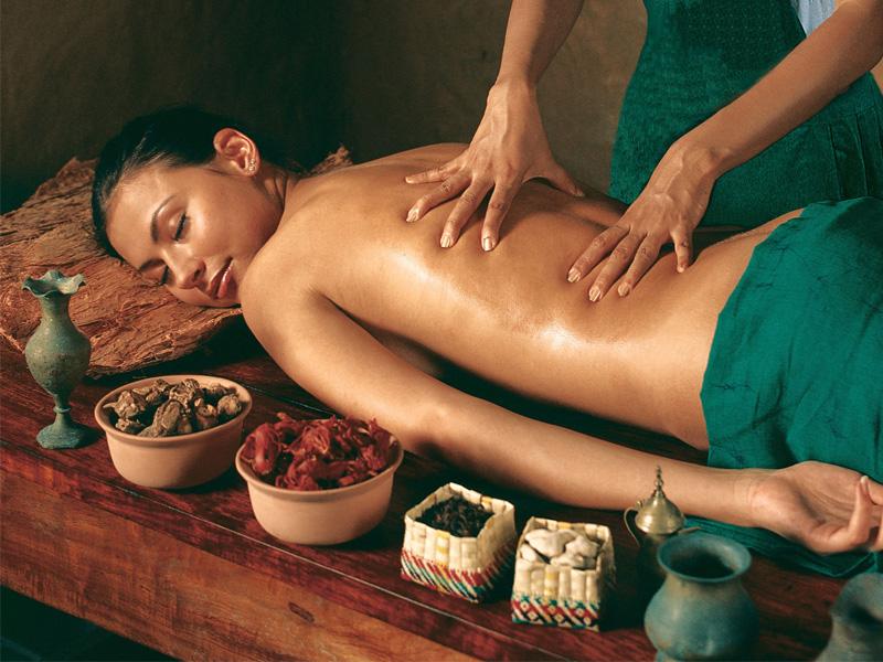 1250 din. umesto 2500 din. za DVA SATA ayurveda masaže u Ambulanti za zdravstvenu negu i terapije ldquoAmbulanta active Biordquo,Dalmatinska 1, Novi Sad.   Ayurveda masaža  Tehnike masaže koje se koriste za balansiranje energetskih centara koji služe kao aktivatori energije. Tre dosha abyangham, netrabyangham, marmanbayangam Shirodhara Pinda sweda Spoznaj života   Na sanskritu (drevnom indijskom jeziku) aju (ayu) znači život (trajanje života: ispunjen i srećan život koji dolazi do svog kraja na potpuno prirodan način), a veda znači poznavati (spoznati). Dakle, Ayurveda koja datira od pre 5000 godina, lsquomajkarsquo svih nauka koje potiču sa Istoka, uči nas da je tajna zdravlja u spoznaji kako se ponascaronati prema vlastitom telu, kako ovladati vescarontinom kontrolisanja svih funkcija koje treba da budu regulisane i umerene da bi se postigao jedan srećan i produktivan život. Ceo Ayurvedski sistem je zasnovan na konceptu koji se odnosi na tri tipa energije (Tre doshe) koje su osnova psihosomatskog postojanja čoveka. Tri doscarone su zadužene za regulisanje ravnoteže, energije i materije u nascaronem organizmu: kada su u skladu, mi ne možemo da ih primetimo i osećamo se dobro sa sobom. Ukoliko se pojavi neravnoteža, doscarone postaju vidljive i dolazi do promena u fizičkom izgledu, pojavljuju se sluz, žuč, neprijatni mirisi, emotivne blokade, iznenadni izlivi emocijahellip U savremenom druscarontvu nije jednostavno očuvati energetski balanshellip Jedan od načina predstavljaju Ayurvedske tehnike masaže (postoji preko 2000 različitih tehnika) koje omogućavaju da se vratimo sebi i primimo poruku koju nam nascarone telo scaronalje. Ovo je dobar način da se suočimo sa svim promenama, stabilizujemo energiju odbrane, poboljscaronamo put starenja, unapredimo zdravlje i održimo svoje psihofizičko blagostanjehellip  U zavisnosti od trenutnog stanja, u dogovoru sa terapeutom vrscaroni se odabir tehnike kojom će klijent biti tretiran:  Masaža/limfna drenaža Pinda Sweda izvodi s