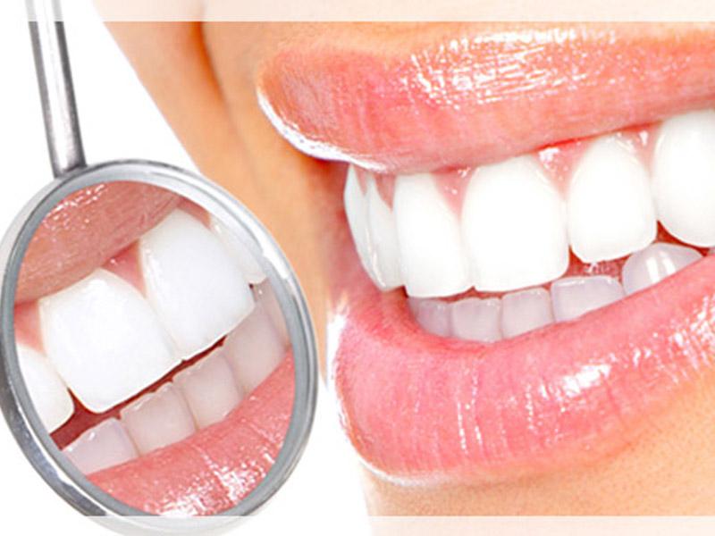 700 din. umesto 2000 din. za stomatoloscaronku uslugu po izboru: ultrazvučno uklanjanje kamenca i poliranje zuba ili jednopovrscaroninsko plombiranje zuba belom plombom i poliranje zuba ilizalivanje fisura kod dece na dva stalna zuba i poliranje zuba  + besplatan stomatoloscaronki pregled uStomatoloscaronkoj ordinaciji