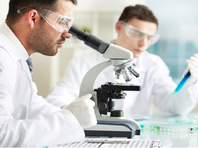1990 din. umesto 4000 din. za Paket briseva za muscaronkarce u laboratoriji Lin Lab, Bulevar Cara Lazara 108, Novi Sad! DRAGI MUScaronKARCI, ODRADITE SPERMOGRAM i SPERMOKULTURU! Kada se trudnoća ne descaronava, jedna od prvih analiza na koju će vas lekari uputiti u procesu ispitivanja plodnosti oba partnera, je spermogram sa spermokulturom. SPERMOGRAM ili analiza semene tečnosti muscaronkarca predstavlja rutinsku pretragu u ispitivanju plodnosti muscaronkog partnera. Osnovno ispitivanje neplodnosti podrazumeva da se urade bar dva adekvatna pregleda sperme, tj. spermograma.Ukoliko se uoče bilo kakve promene, pacijent se upućuje urologu na pregled.  Za dobijanje pouzdanih podataka tokom analize neophodna je minimalna priprema pacijenta, koja podrazumeva apstinenciju (suzdržavanje od seksualnih aktivnosti, koje rezultiraju ejakulacijom) u trajanju od tri do pet dana.  Apstinencija nikako ne sme biti kraća od 48 sati zbog toga scaronto u tom slučaju ovaj faktor može značajno uticati na broj spermatozoida, dok apstinencija duža od sedam dana utiče na smanjenje broja progresivno pokretnih spermatozoida.  Takođe, trebalo bi izbegavati konzumiranje alkohola najmanje jedan dan pre izvođenja testa. Ponuda podrazumeva paket analiza za muscaronkarce: spermogram spermokultura ovo je jedna od prvih analiza koja se radi u okviru ispitivanja plodnosti oba partnera Za sve informacije oko pripreme za analizu konsultujte stručno osoblje iz LIN LAB Laboratorije. ____________________________________  U saradnji sa Poscarontama Srbije uveli smo joscaron jedan način plaćanja (PostFin gde možete uplatiti VAUČERE svakim radnim danom kao i Subotom i Nedeljom (npr. poscaronte u Univerexportu do 20h) i to BEZ PROVIZIJE i bez popunjavanja uplatnice već samo na scaronalteru poscaronte predate poziv na broj sa uplatnice (PostFin broj)-vaučer Vam stiže na mail nakon uplate automatski za 10 min.)! ____________________________________